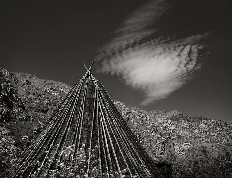 Tchadyr [cabane traditionnelle des peuples de l'Altaï], embouchure de la rivière Ilgoumen