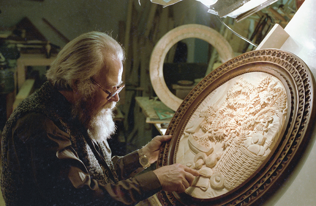 Kronid Gogolev lors de la création de l'un de ses chefs-d'œuvre