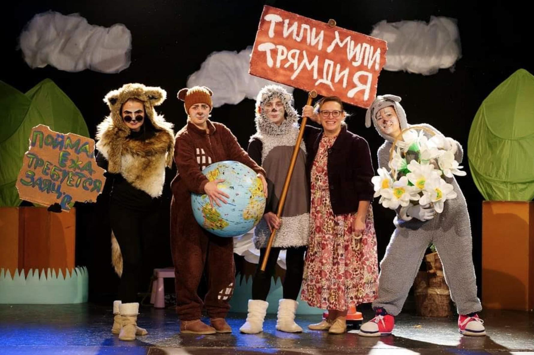 Aliona avec les artistes du théâtre Art Brusselki