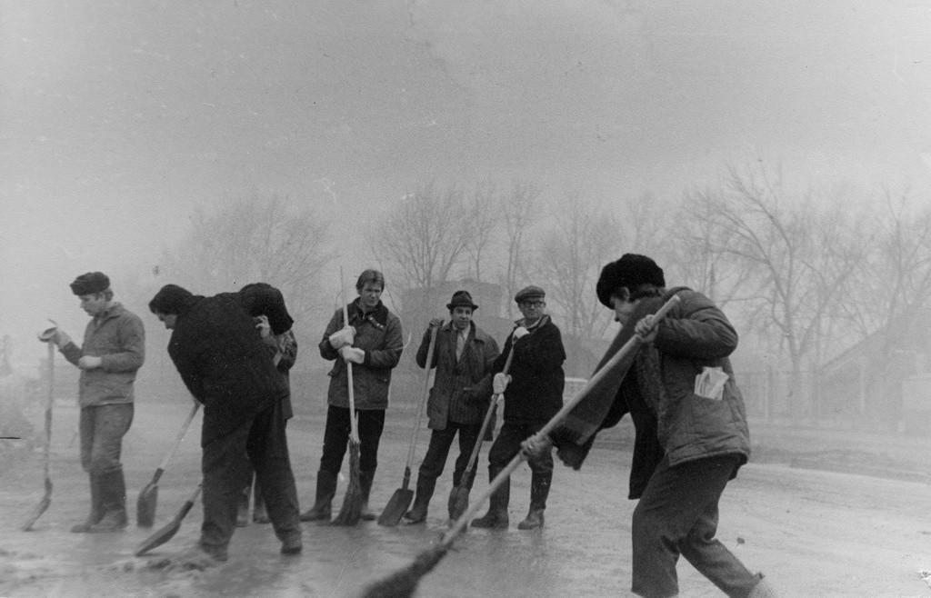 スボートニクに参加する工場の技師たち、1981年