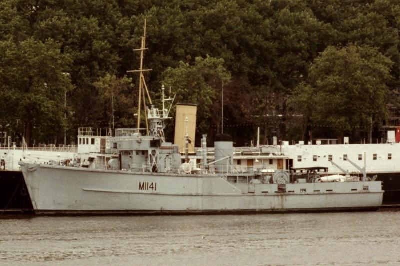 Buque dragaminas británico de la clase 'Ton' HMS Glasserton
