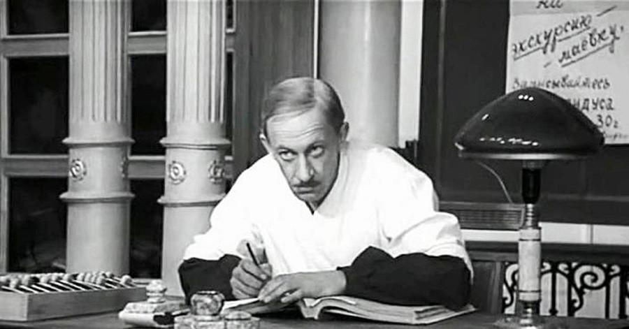Soviet actor Evgeny Evstigneev in the role of fraudster Koreyko, a character based on Konstantin Korovko. Taken from a movie The Golden Calf (1968)