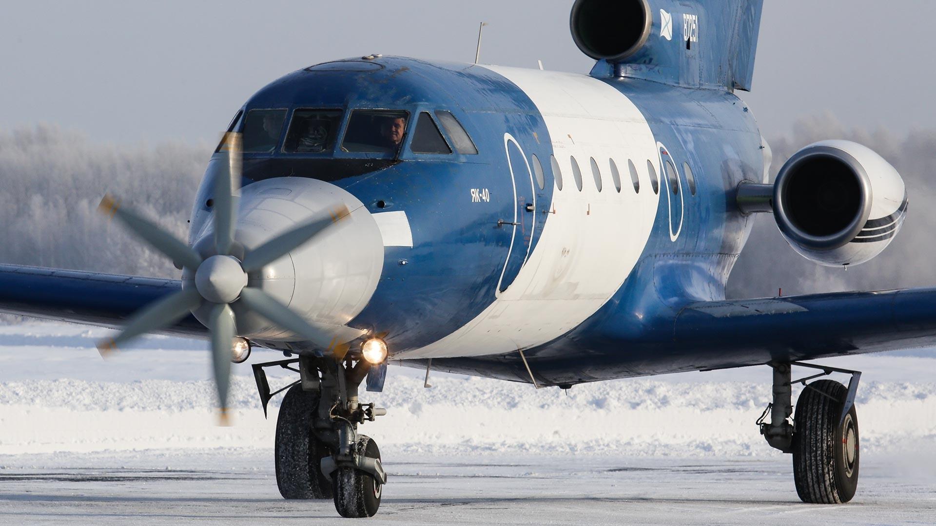 電気飛行機Yak-40の試験飛行