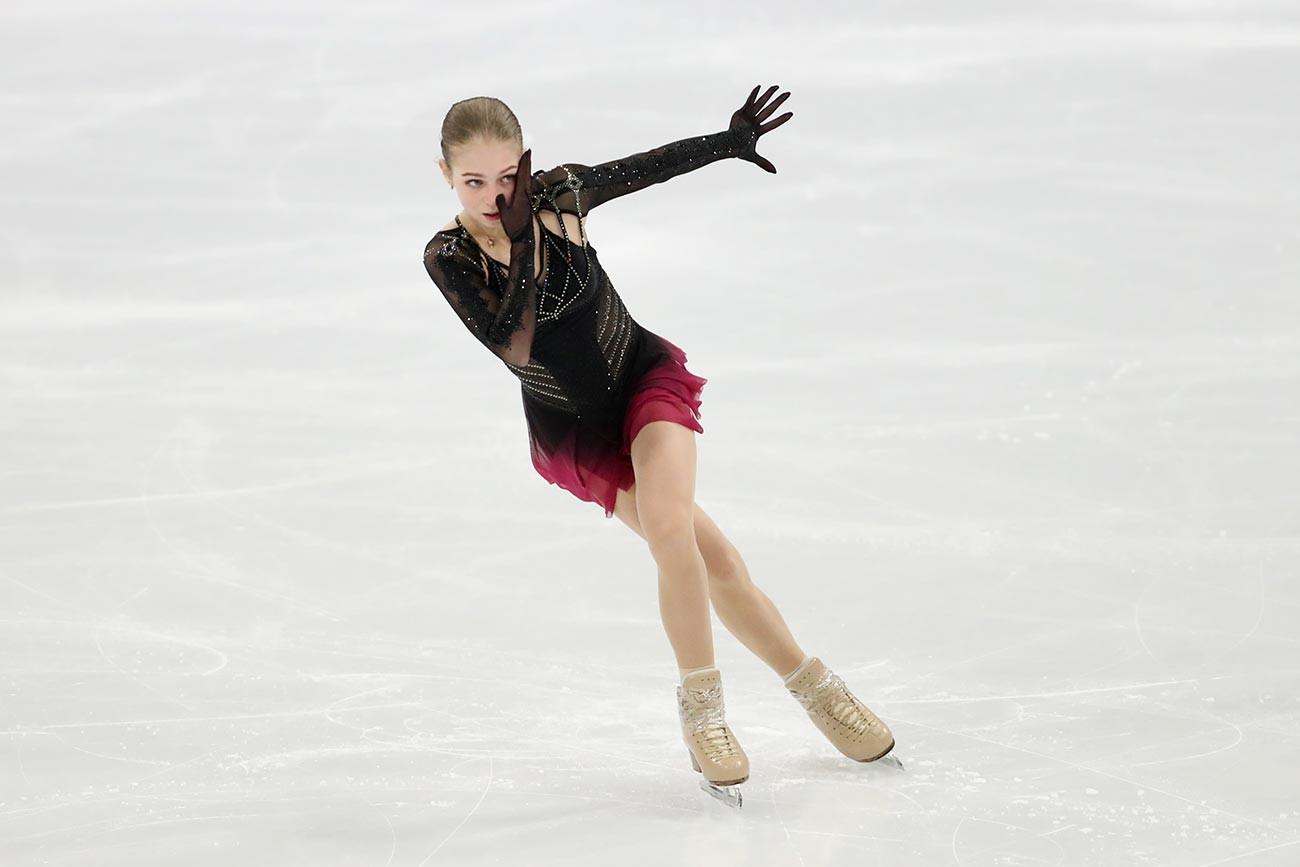 Александра Трусова, руска клизачица, наступ у слободном програму у женској конкуренцији трећег дана Светског првенства у уметничком клизању Међународног клизачког савеза (ISU), 26. март 2021.  Ericsson Globe арена, Стокхолм.