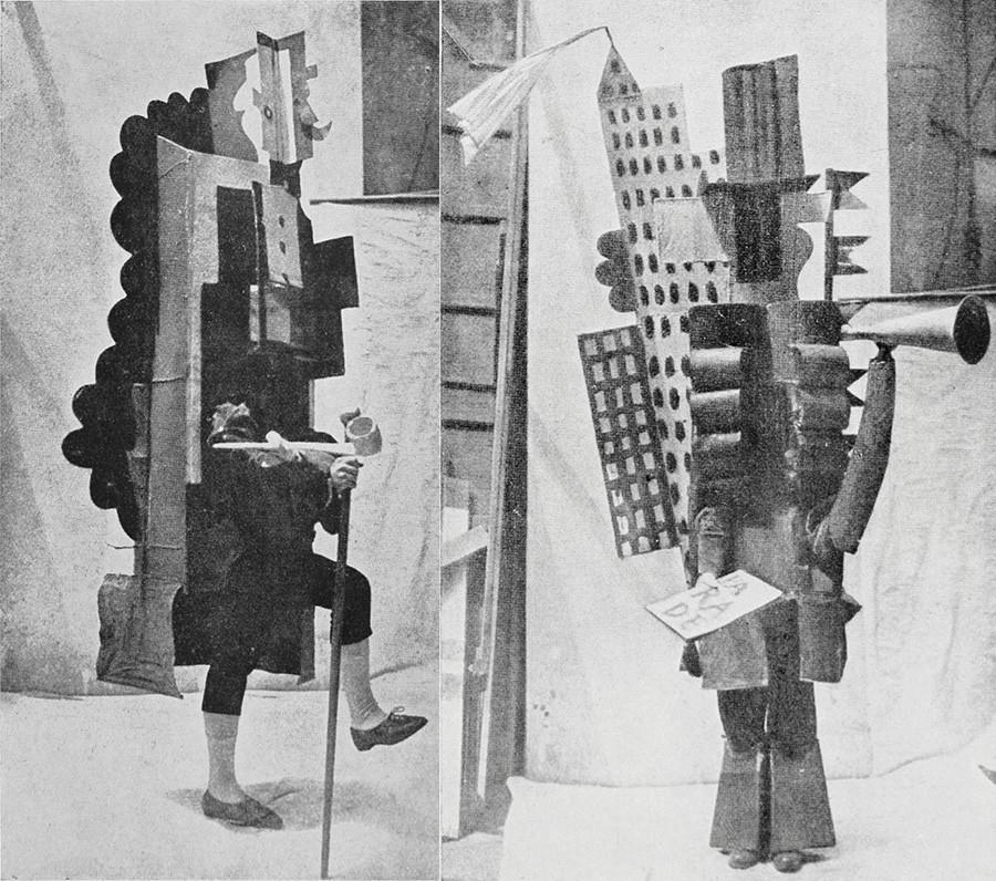"Figurino de Pablo Picasso para a performance ""Desfile"" do Ballets Russes, de Serge Diaghilev, no Théâtre du Châtelet em Paris, 18 de maio de 1917"