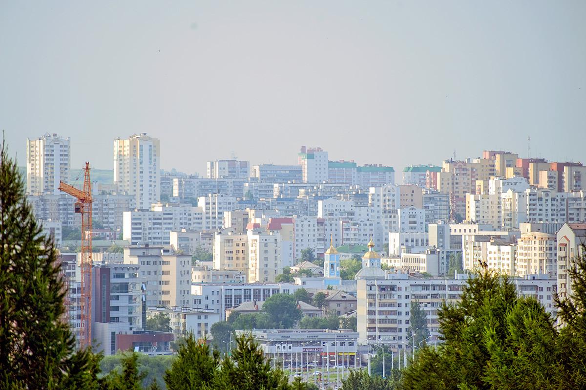 Panorama de Belgorod. Vue depuis la rue du 5 août (nommée en l'honneur de la libération définitive de la ville de l'occupation allemande le 5 août 1943)
