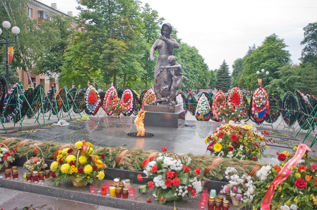 Flamme éternelle, place de la Cathédrale. Mémorial aux martyrs de la Grande Guerre patriotique
