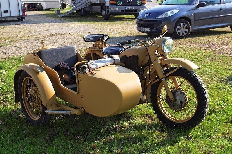"""Првиот мотоцикл """"Урал"""" М-72, направен на база на моделот BMW R71."""