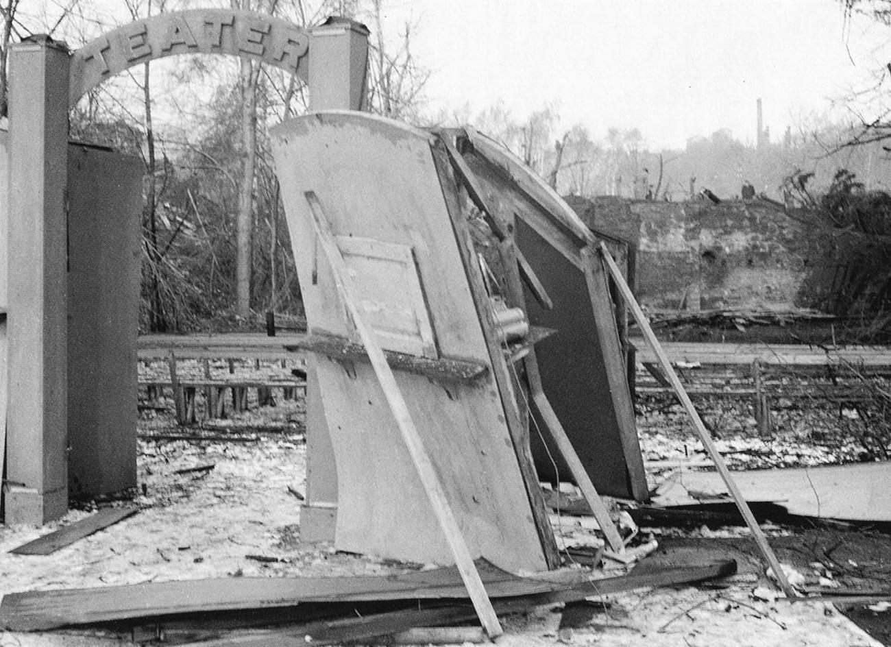 Gledališče na prostem po bombardiranju 22. februarja 1944