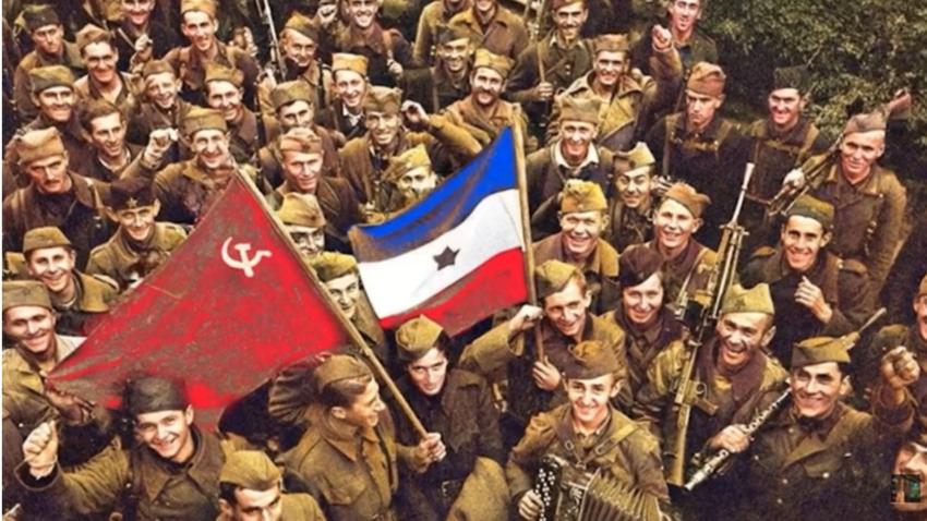 Војници Црвене армије и Народноослободилачке војске Југославије у ослобођеном Београду, 20. октобра 1944.