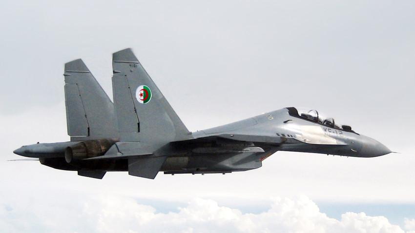 Caza Su-30MKA de Algeria.