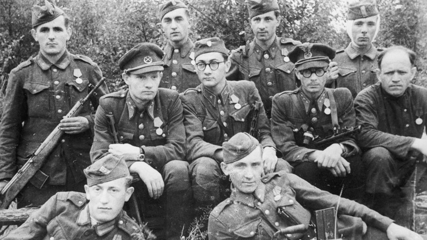 Slowakische Soldaten, die sich an die Seite der sowjetischen Partisanen stellten.