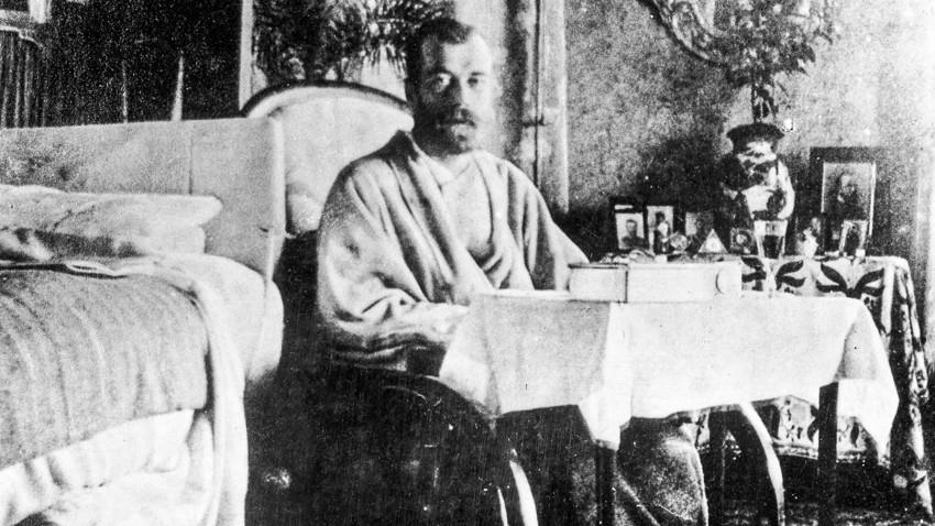 Nikolaus II. erholt sich von Typhus auf der Krim .