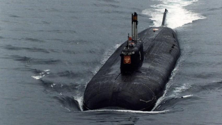 Kapal selam nuklir Rusia 'Kursk' di Laut Barents, sebelum tenggelam dan menewaskan 118 awaknya pada Agustus 2000.