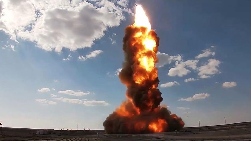 Tangkapan layar dari video uji coba peluncuran rudal.