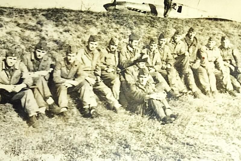 Pilotos y tripulación del 107º Regimiento de Aviación de Asalto, Fuerza Aérea Yugoslava, cc.1949