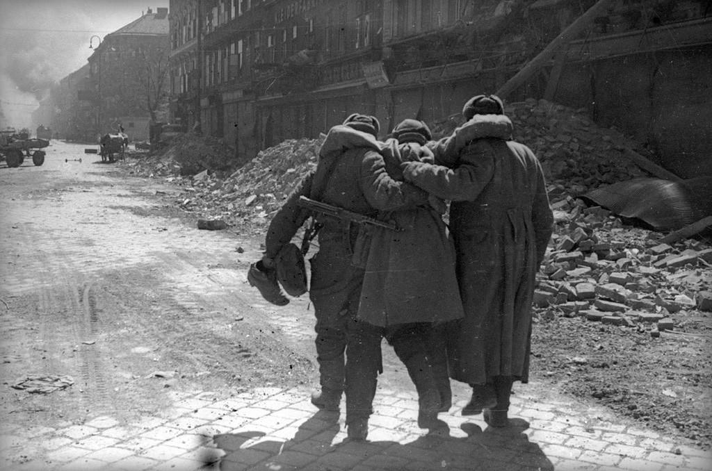 On n'abandonne pas les camarades. Vienne, 1945