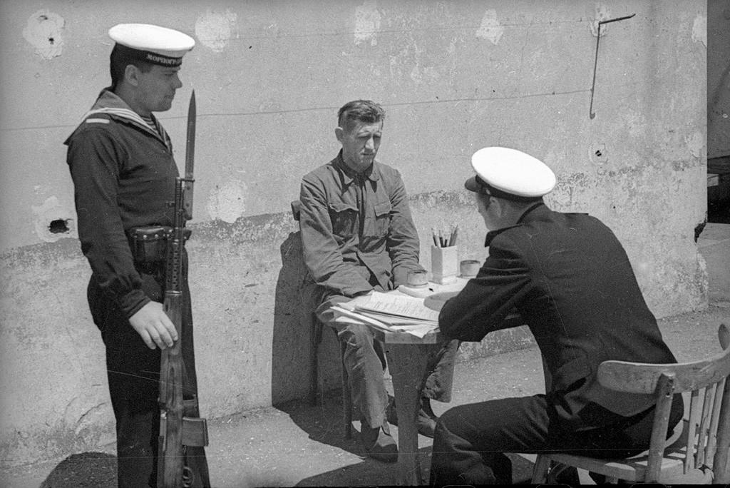 Interrogatoire d'un prisonnier, 1944