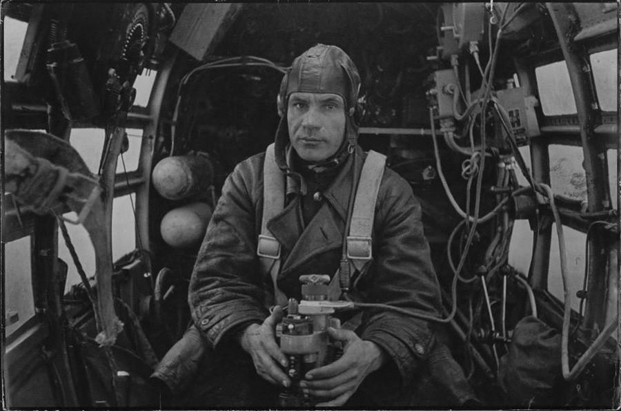 Le navigateur Sergueï Doupliï, Héros de l'Union soviétique, 1944
