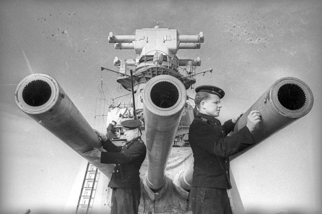 Calibre principal du croiseur Molotov, 1942.
