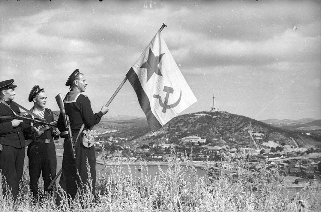 Drapeau sur Port Arthur, septembre 1945