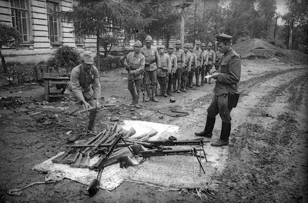 Désarmement de l'armée japonaise du Guandong à Harbin, Chine, août-septembre 1945