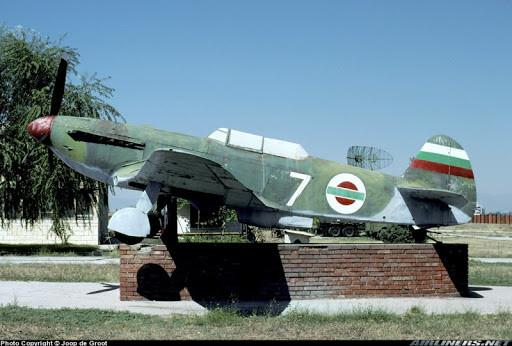 Museo Búlgaro de la Aviación, Plovdiv. La escarapela del Yak-9 corresponde a la usada por la Fuerza Aérea Búlgara entre 1944 y 1946.