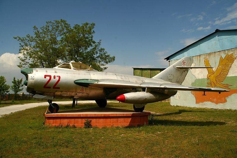 Caza búlgaro todo tiempo MiG-17PF. Museo de la Fuerza Aérea Búlgara, Krumovo.