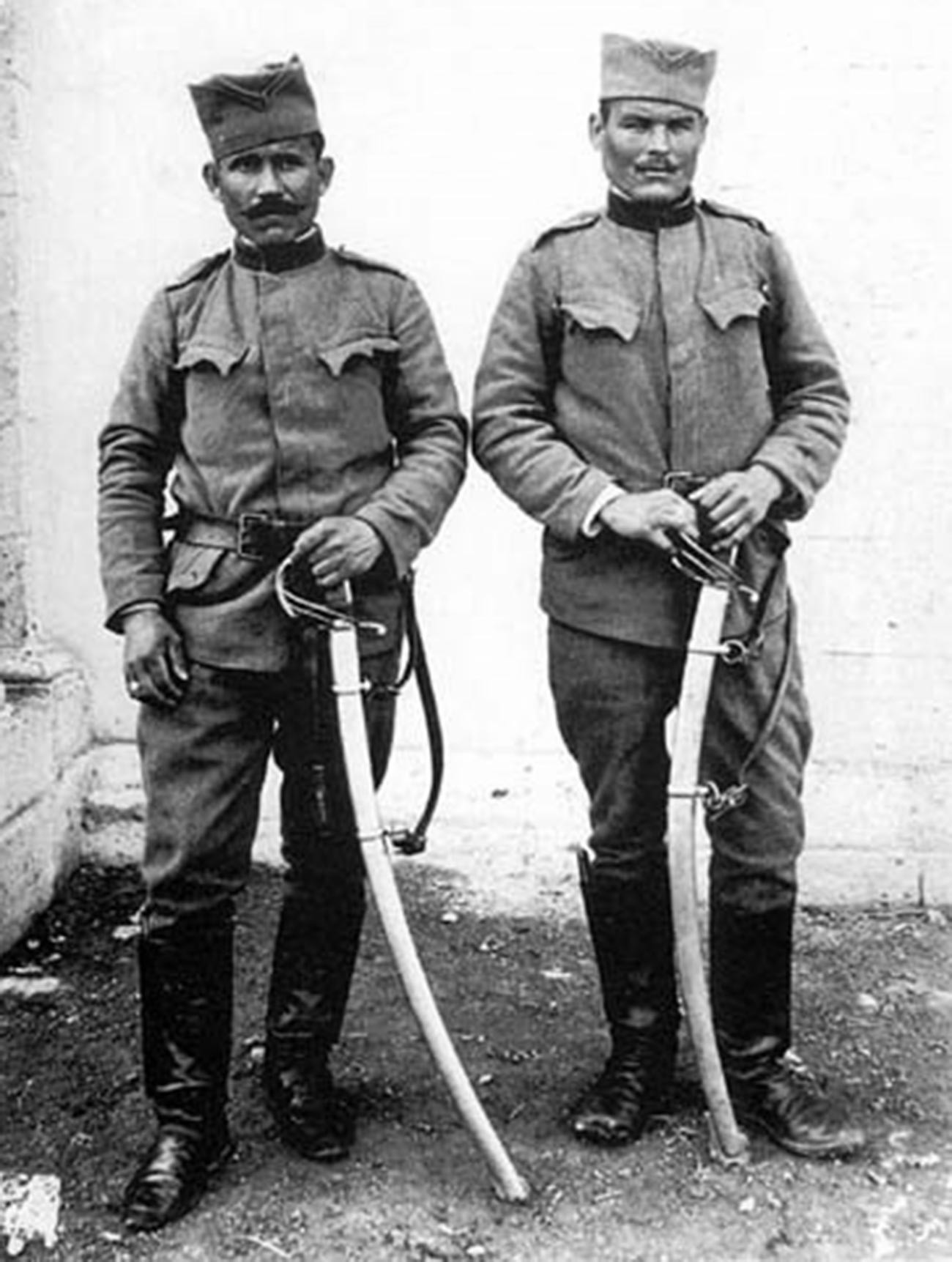 Soldados del Cuerpo de Voluntarios Serbios.