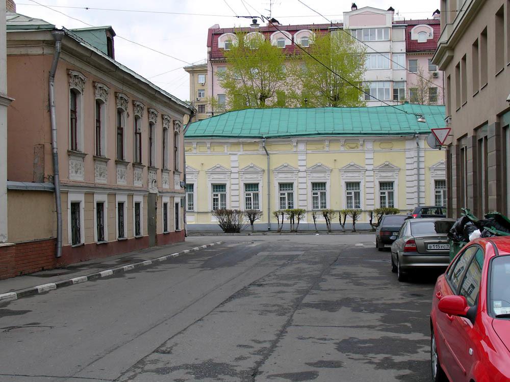 Ulica Malaja Poljanka, Moskva. Pogled z Malega Ordinskega pereulka