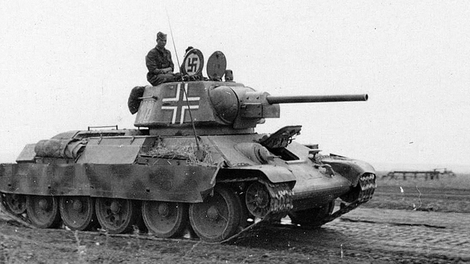 Pz.Kpfw. T-34-747(r) – немачки назив совјетског трофејног тенка Т-34 .