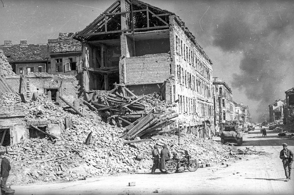 街中の損壊した建物