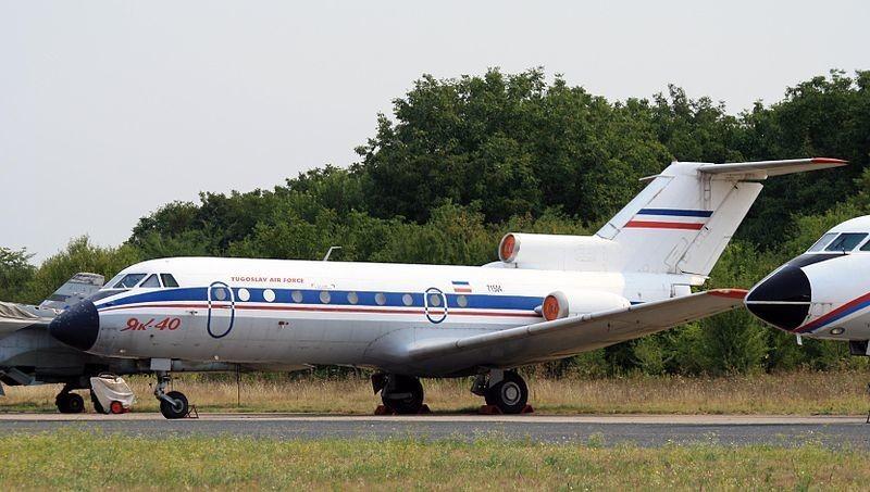 """Јак-40 изложен на воздухопловниот салон """"Батајница 2012""""."""