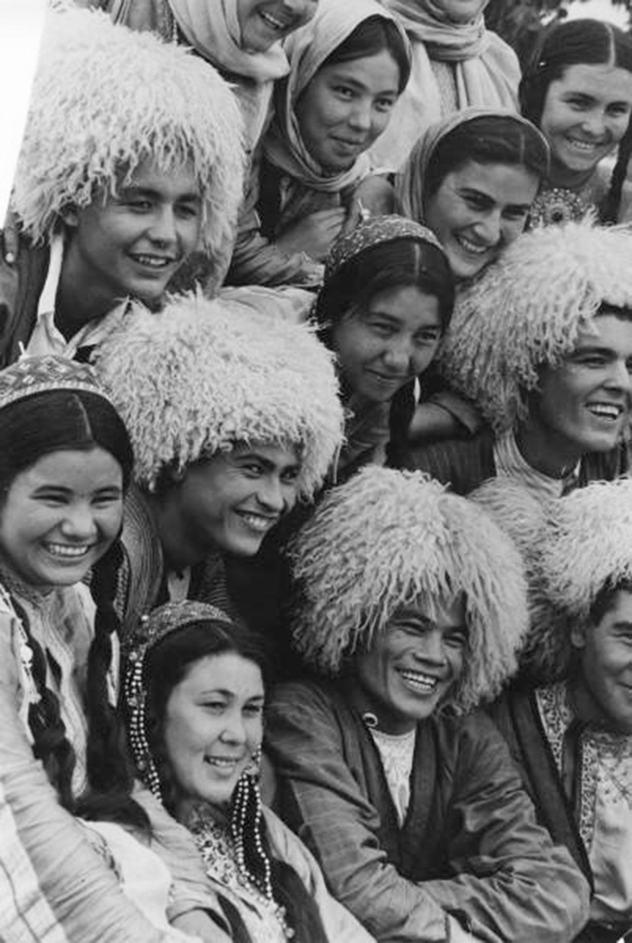 Pemuda-pemudi Turkmenistan, 1977.