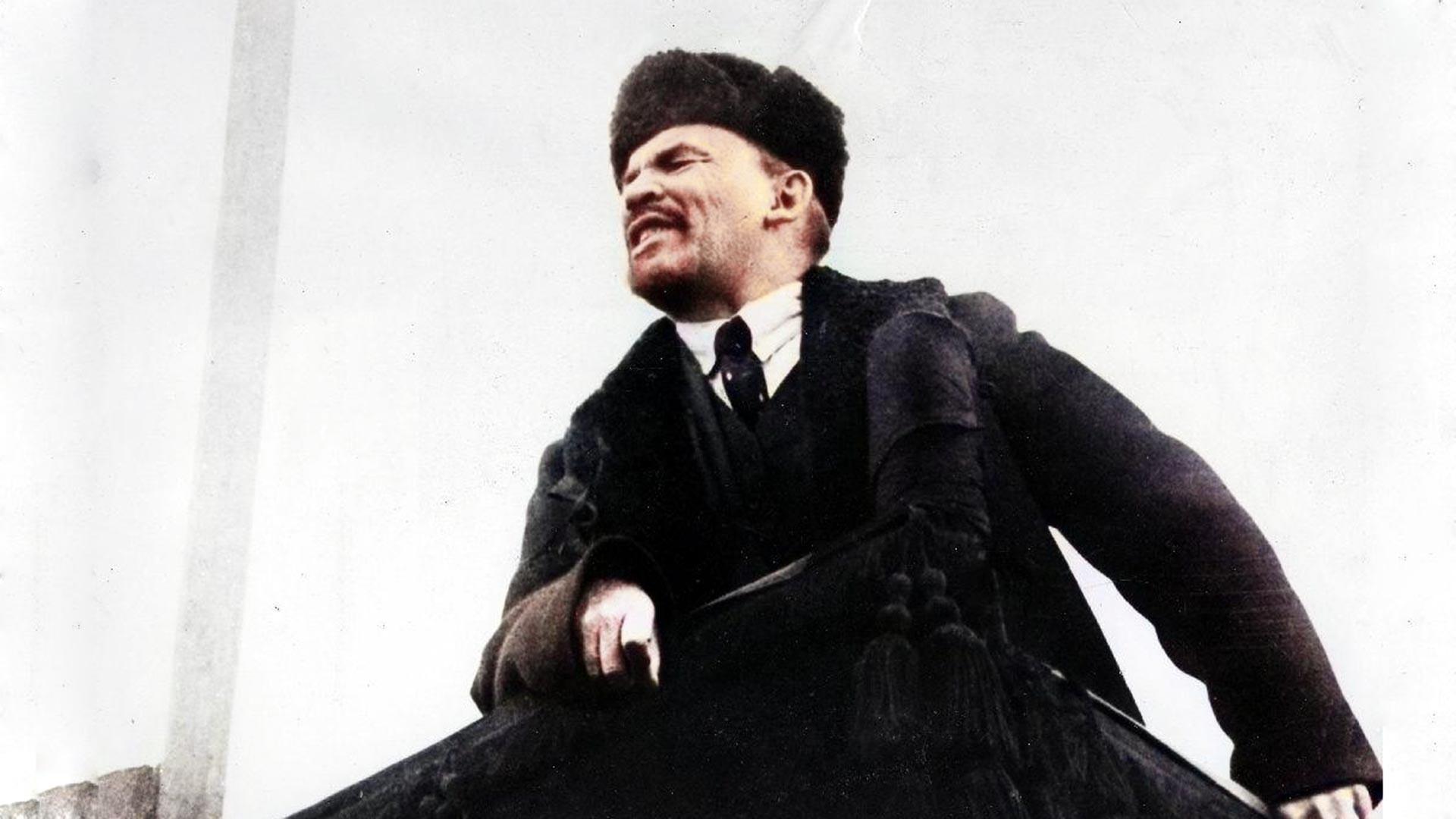 Vladimír Lenin durante un mitin público