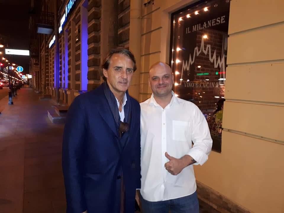 Marco Tagliaferri (a destra) con Roberto Mancini, commissario tecnico della Nazionale italiana di calcio, al tempo della foto allenatore dello Zenit