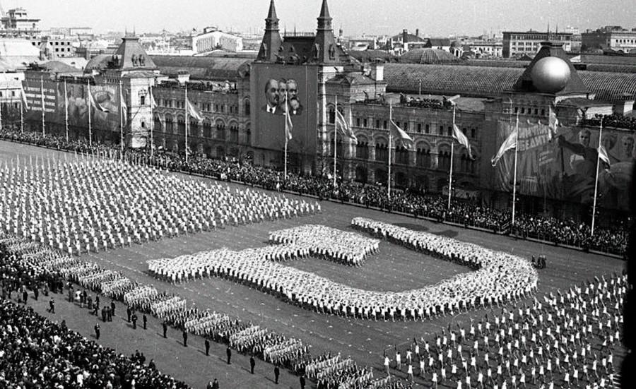 Parade der Sportler und Turner auf dem Roten Platz.