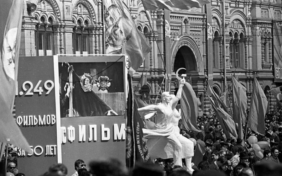 Die Parade zum Tag der Arbeit auf dem Roten Platz.