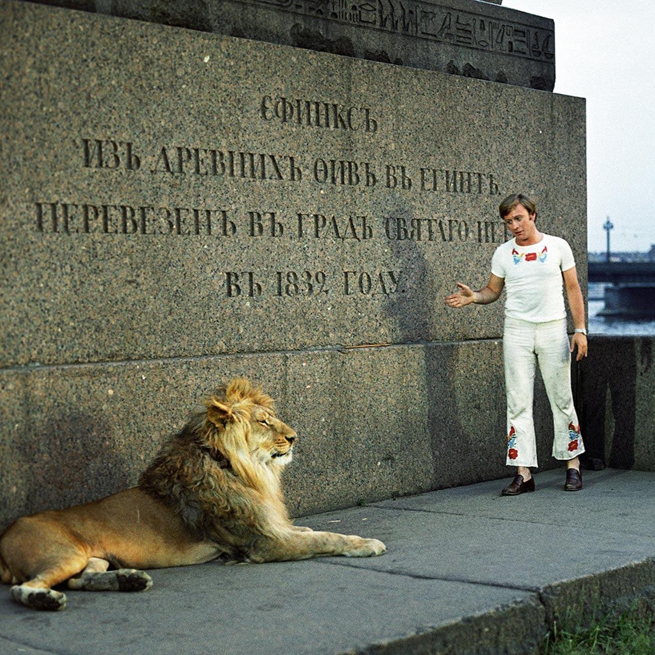 """King in una scena della celebre commedia italo-sovietica """"Una matta, matta, matta corsa in Russia"""""""