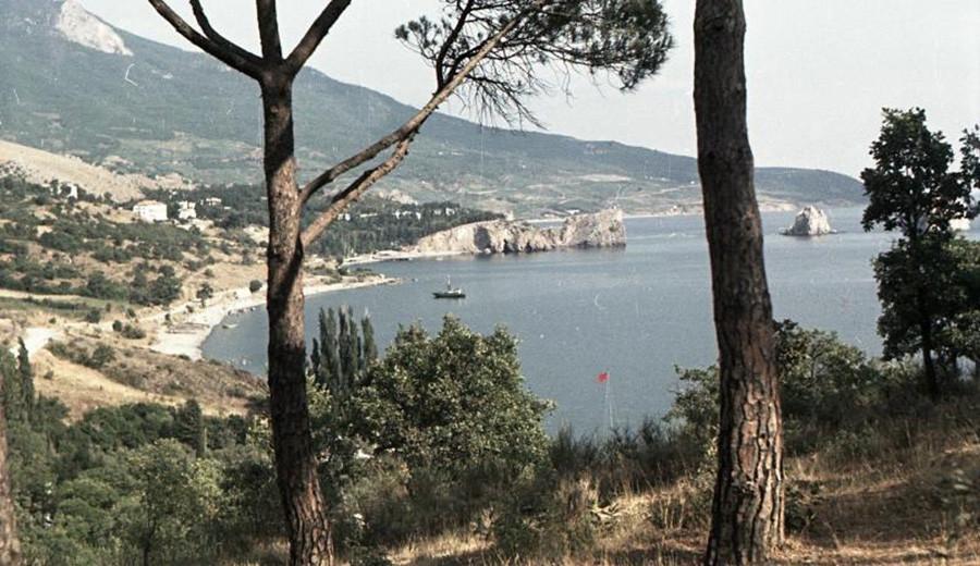 Vue pittoresque de la cité de Gourzouf, 1950
