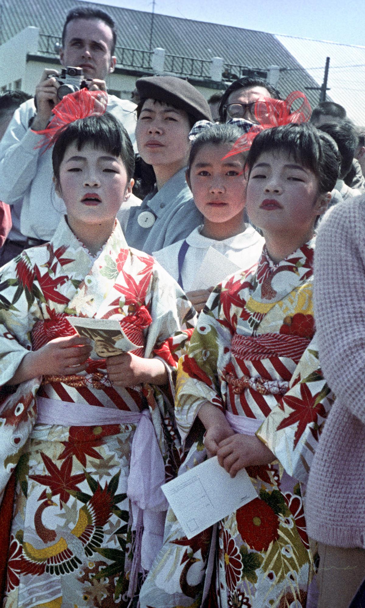 札幌市で、ガガーリン を歓迎する市民