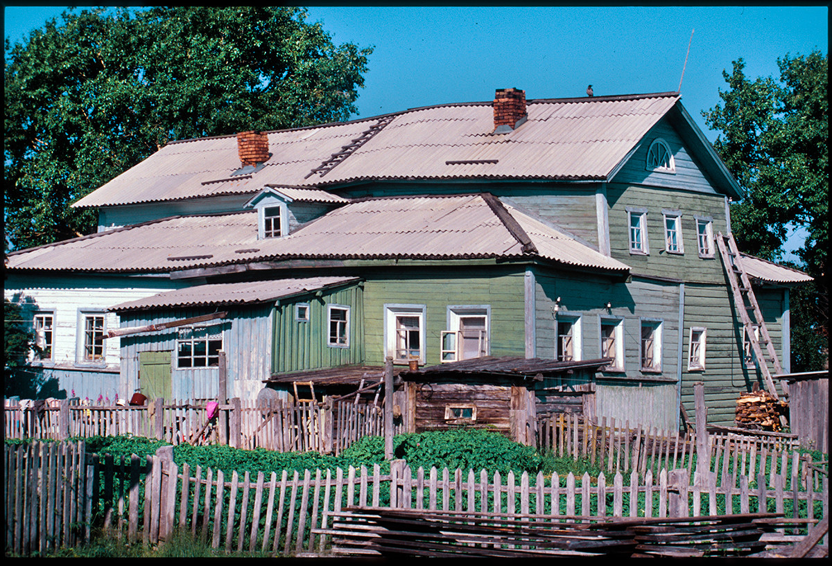 Varzuga, left bank. Mid-19th century merchant's house. July 21, 2001