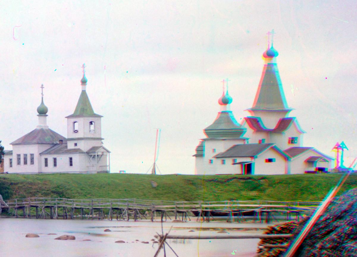 Shuyeretskoye ensemble of wooden churches. From left: Church of St. Clement, Church of St. Paraskeva, St. Nicholas Church. Summer 1916