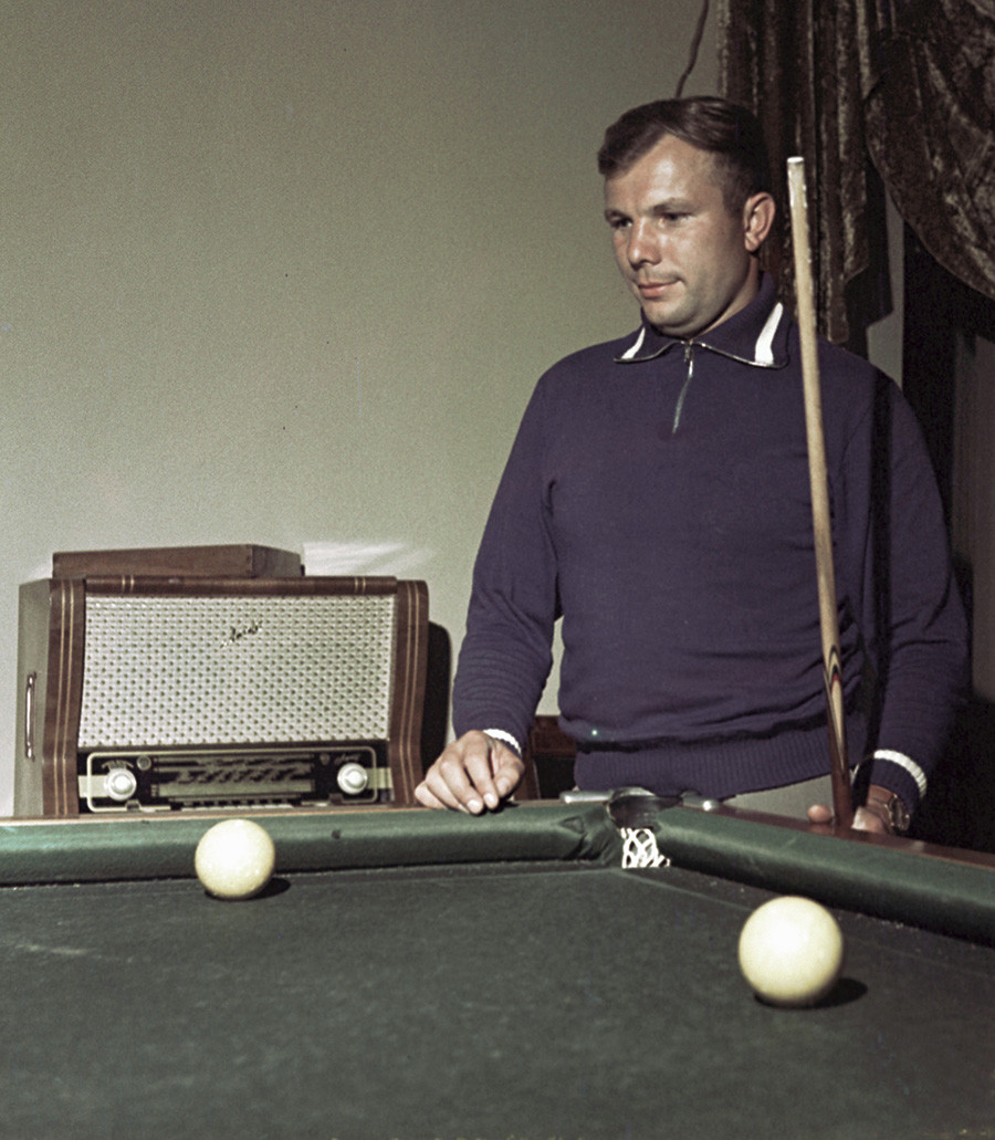 Gagarine jouant au billard, 1961