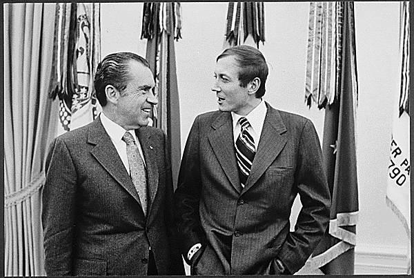 Evgueni Yevtuchenko, recibido por Nixon en febrero de 1972