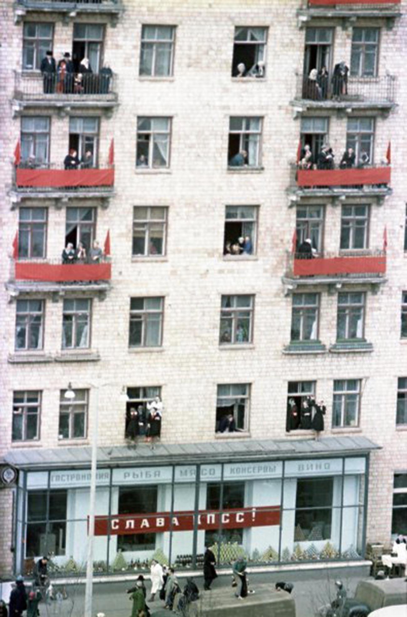 Immeuble résidentiel sur l'avenue Lénine. Moscou accueille Gagarine