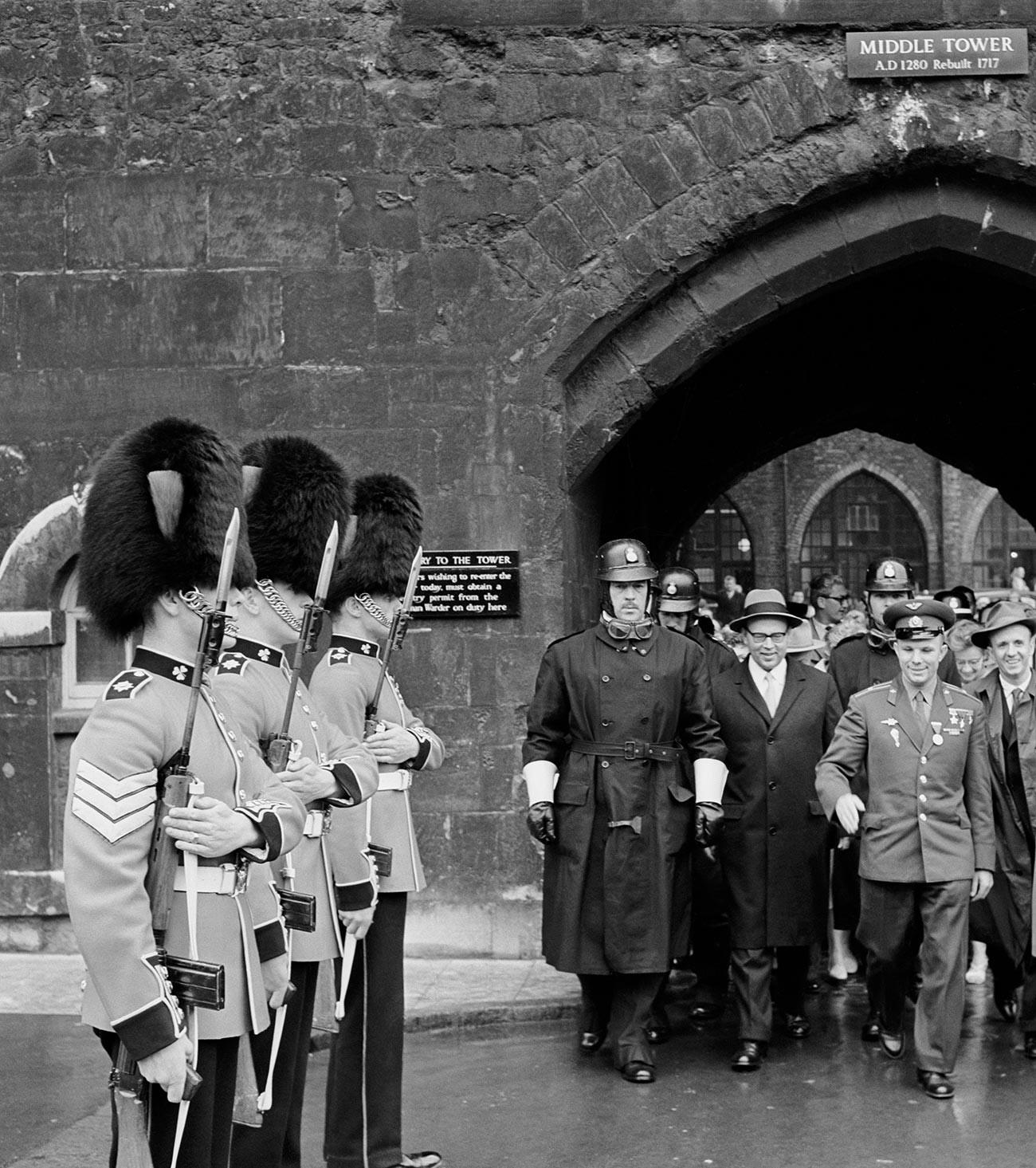 Gagarine a également visité la tour de Londres
