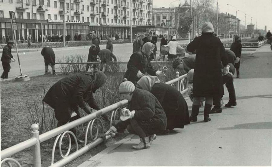 Travailleurs d'une usine de la région de Vologda lors d'un soubbotnik, 1971