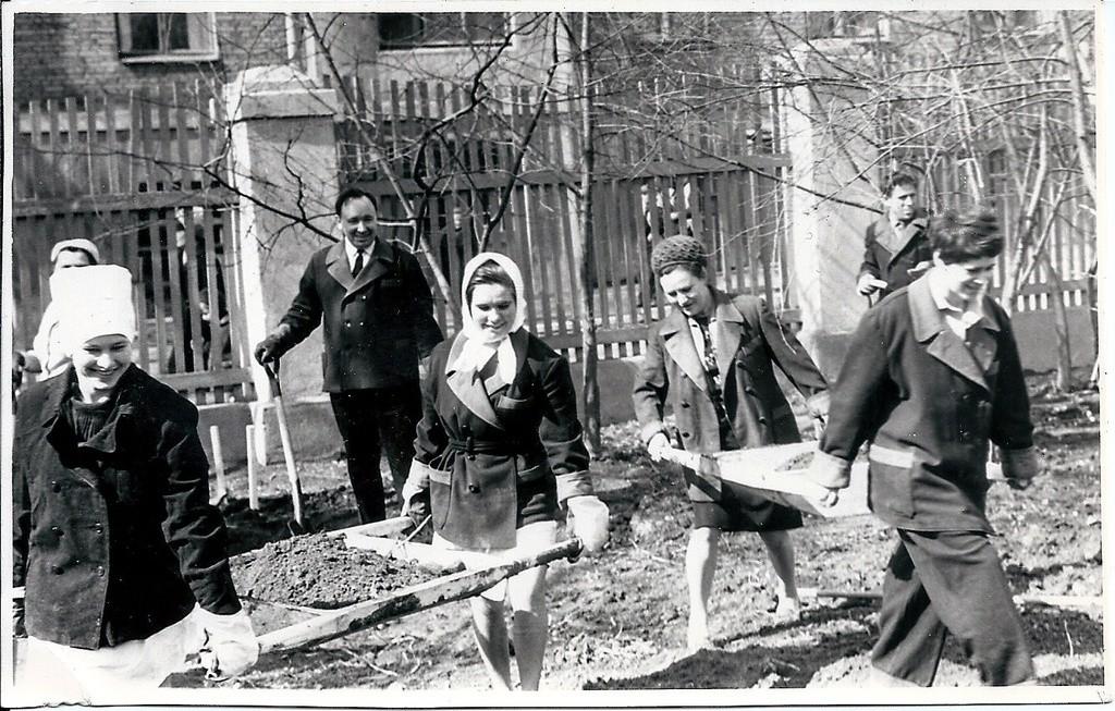 Soubbotnik sur le territoire d'un hôpital militaire à Moscou, 1971