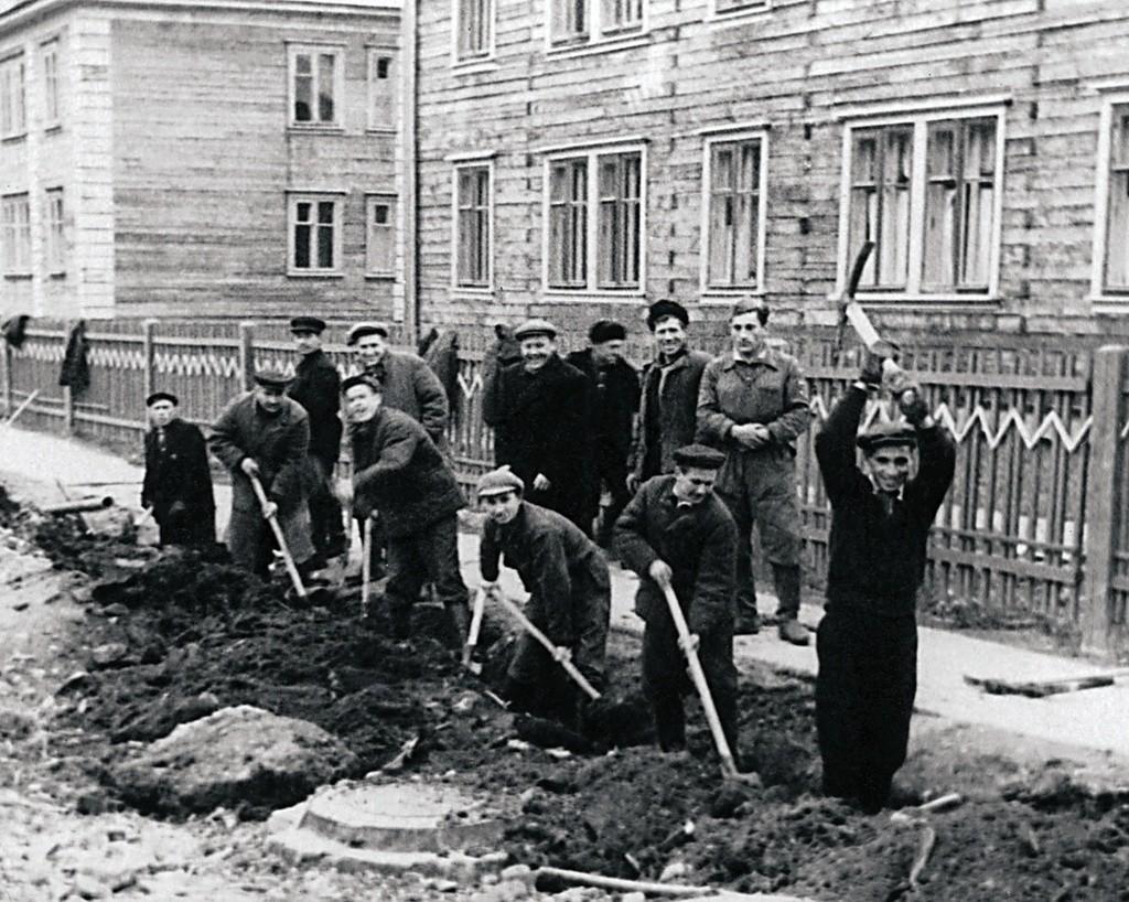 Soubbotnik dédié au verdissement d'un village, 1958